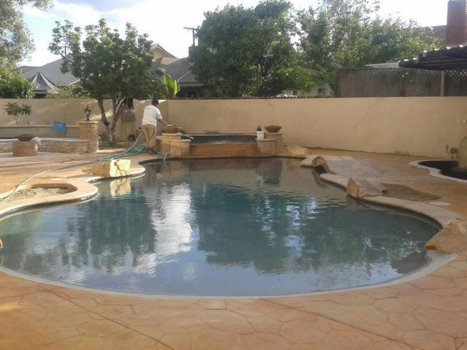 Wet edge marketplace cruz swimming pool plastering for Pool plaster