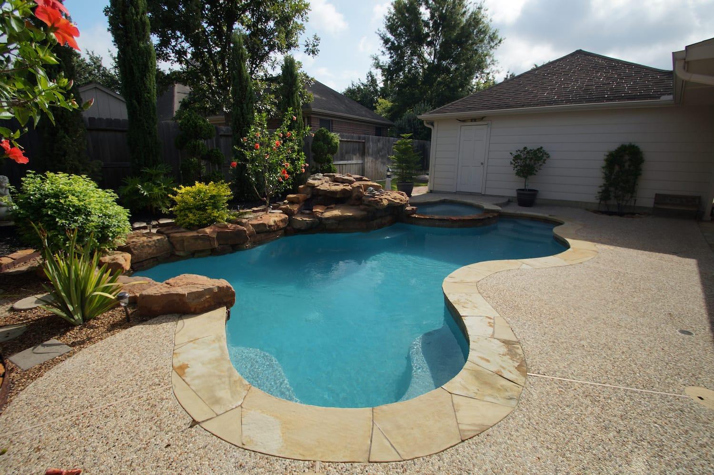 Pearl Matrix Aqua Pool Finish 1