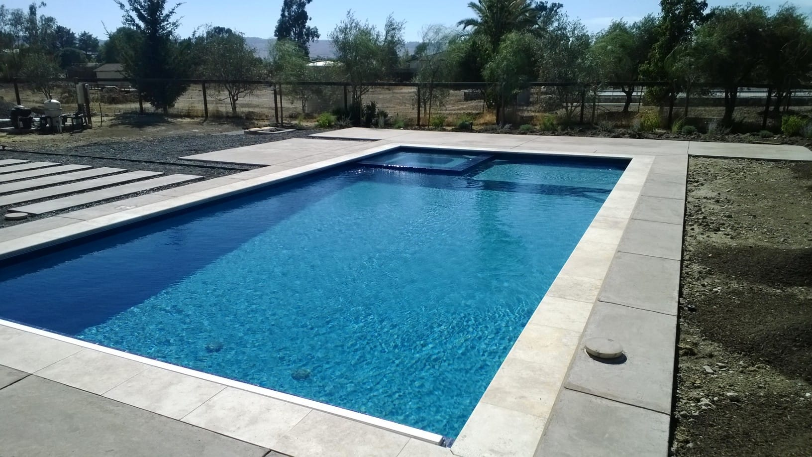 luna-quartz-aruba-pool-finish-4